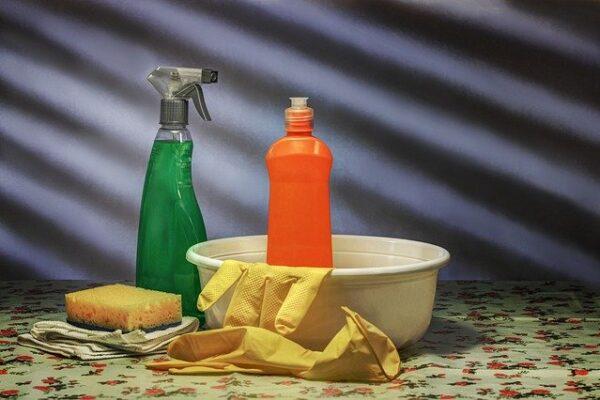 straccio sul bancone per asciugare